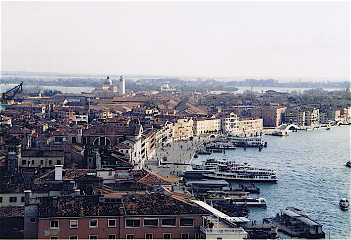 昔撮った写真 イタリア no1 関空-ミラノ-ヴェローナ-べネチア_f0165030_8354119.jpg