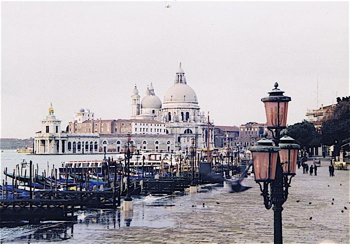 昔撮った写真 イタリア no1 関空-ミラノ-ヴェローナ-べネチア_f0165030_8355719.jpg