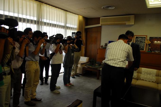 武雄市民病院移譲先選考委員会から答申書が提出されました_d0047811_2382326.jpg