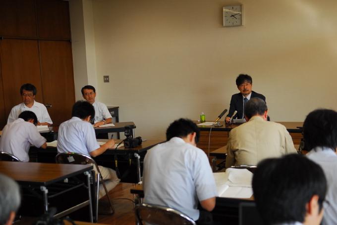 武雄市民病院移譲先選考委員会から答申書が提出されました_d0047811_2385527.jpg