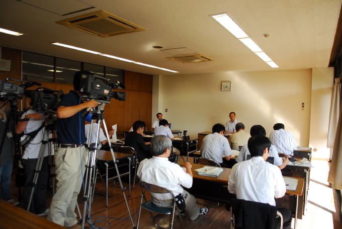 武雄市民病院移譲先選考委員会から答申書が提出されました_d0047811_2391991.jpg
