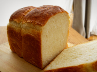 ホロシリ多めで食パン(ホシノ)_c0110869_15395151.jpg