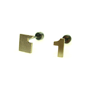 First Pierced ファースト・ピアス_e0131432_103442100.jpg
