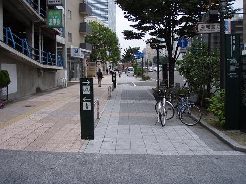 自転車通行区分帯なんてこんなもの・・・、_b0074601_21365680.jpg