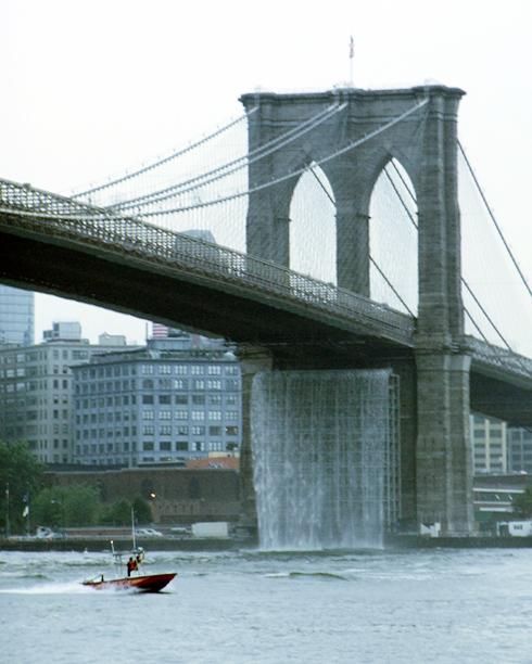 ニューヨークの港に巨大な滝のアート出現 New York City Waterfalls_b0007805_1025443.jpg