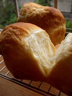 卵多め生地で、ミニ食パン・テーブルロール・メロンパン_c0110869_21424346.jpg