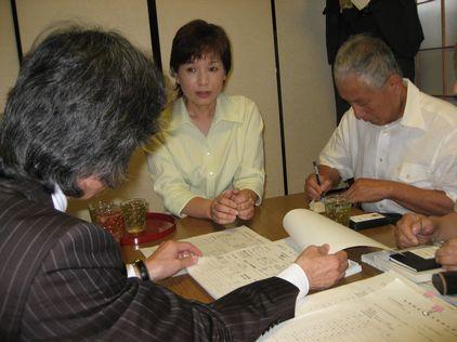 佐藤ゆうこ・愛知県議事務所に政務調査領収書を見に行く_d0011701_19105459.jpg