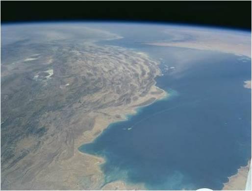 イランのミサイル発射とペルシャ湾:エネルギーの命綱、ホームズ海峡_b0085879_11221556.jpg