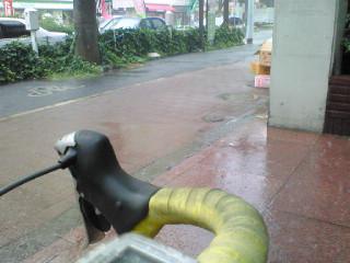雨宿り_d0004728_18111594.jpg