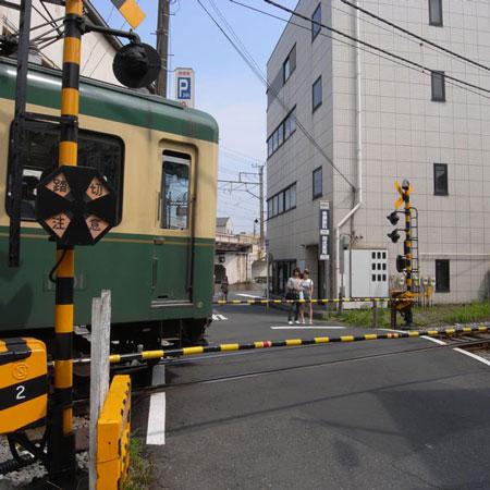 江ノ電の線路に沿って散策 ピンホール写真撮影_f0117059_201993.jpg