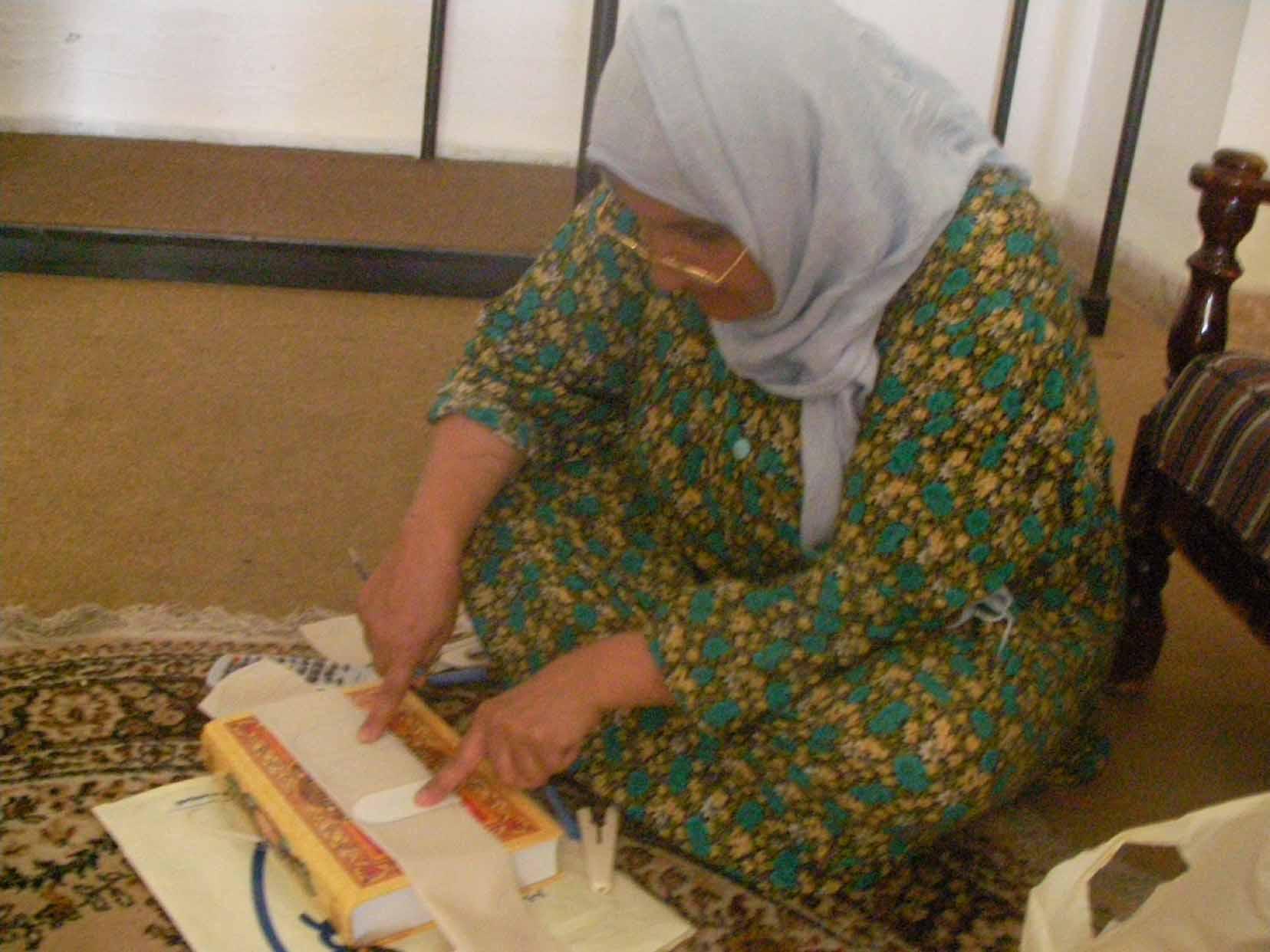 ムハンマド無事退院 3姉妹歩行訓練に打ち込む!_f0155297_0283014.jpg