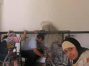 ムハンマド無事退院 3姉妹歩行訓練に打ち込む!_f0155297_0293412.jpg