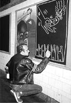 キース・へリングさんの壁画つき市民プール_b0007805_1565265.jpg