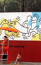 キース・へリングさんの壁画つき市民プール_b0007805_2115948.jpg