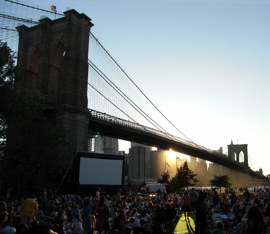 ブルックリン・ブリッジ・パークの野外映画イベント Movies With A View 2008_b0007805_1318778.jpg