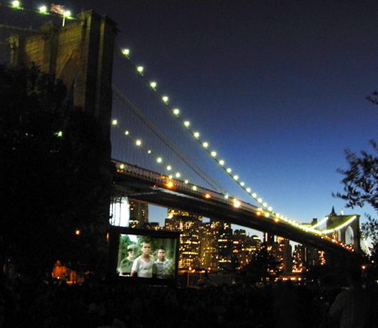 ブルックリン・ブリッジ・パークの野外映画イベント Movies With A View 2008_b0007805_1402450.jpg