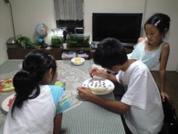 ♪手作りケーキ♪~双子のayaとreiの誕生日~_d0082356_8575334.jpg