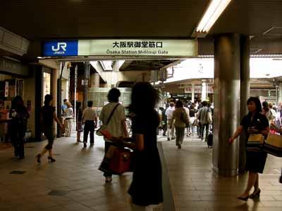 08July17朝のJR大阪駅御堂筋口。_d0136282_2212610.jpg