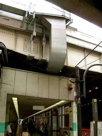 08July17朝のJR大阪駅御堂筋口。_d0136282_2223865.jpg