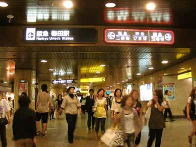 08July17朝のJR大阪駅御堂筋口。_d0136282_2225970.jpg