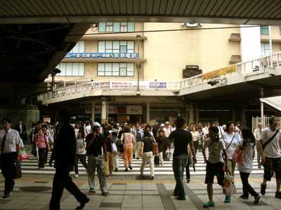 08July17朝のJR大阪駅御堂筋口。_d0136282_222787.jpg