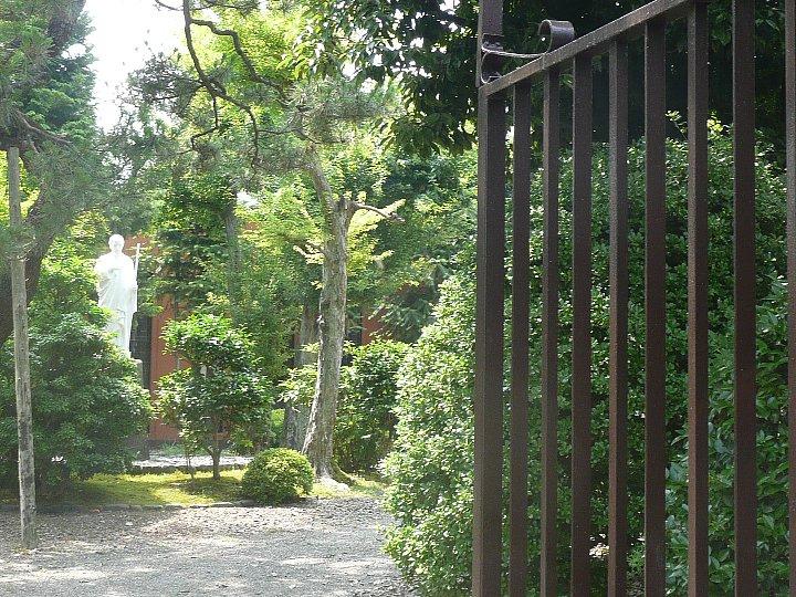 聖ヨゼフ修道院 門の家_c0112559_15542447.jpg