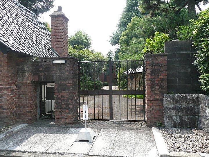 聖ヨゼフ修道院 門の家_c0112559_15581095.jpg