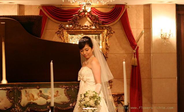 ブーケ セミキャスケード ラピュタとピアノと天使 シェ松尾青山サロン様_a0042928_133094.jpg