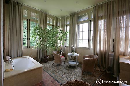 シャトーホテルのスイートルーム_c0024345_11282379.jpg