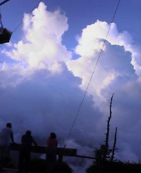 昨夕は  雲がすごい勢いでした。_c0089831_5183993.jpg