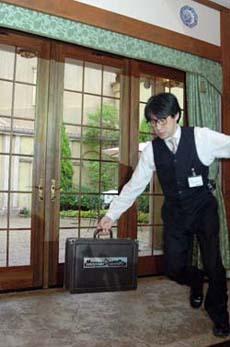 ホゴムラ名人、西へ。_b0008475_22195268.jpg