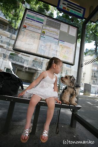 パリのバス停夏休み…_c0024345_0425113.jpg