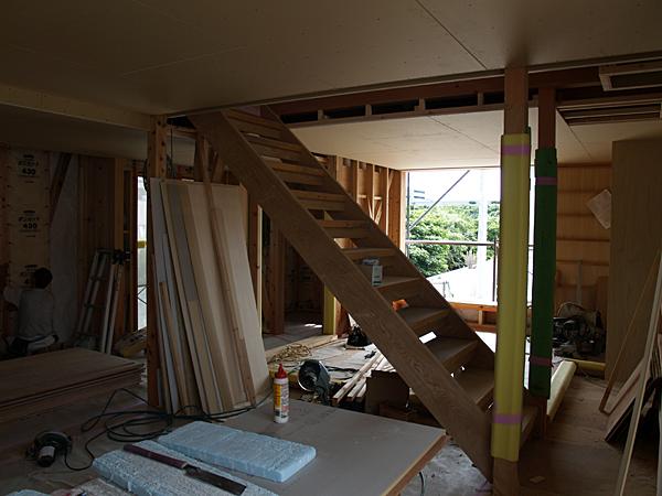 080728 階段ができあがりました_b0129659_1040320.jpg