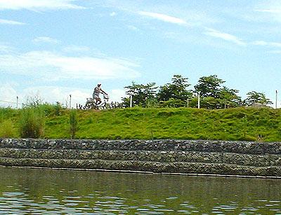 ついに利根川へ! (花見川カヌー探検 その3)_c0137404_9382654.jpg