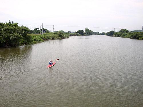 ついに利根川へ! (花見川カヌー探検 その3)_c0137404_9453100.jpg