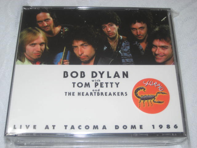 BOB DYLAN with TOM PETTY and THE HEARTBREAKERS / LIVE AT TACOMA DOME 1986_b0042308_0391581.jpg