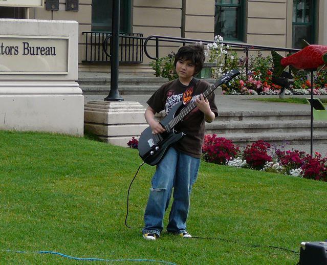 9歳のストリートミュージシャン_a0088116_1425247.jpg