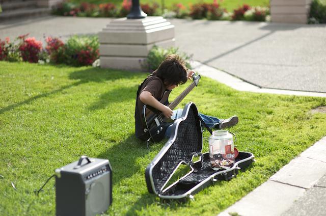 9歳のストリートミュージシャン_a0088116_2383553.jpg