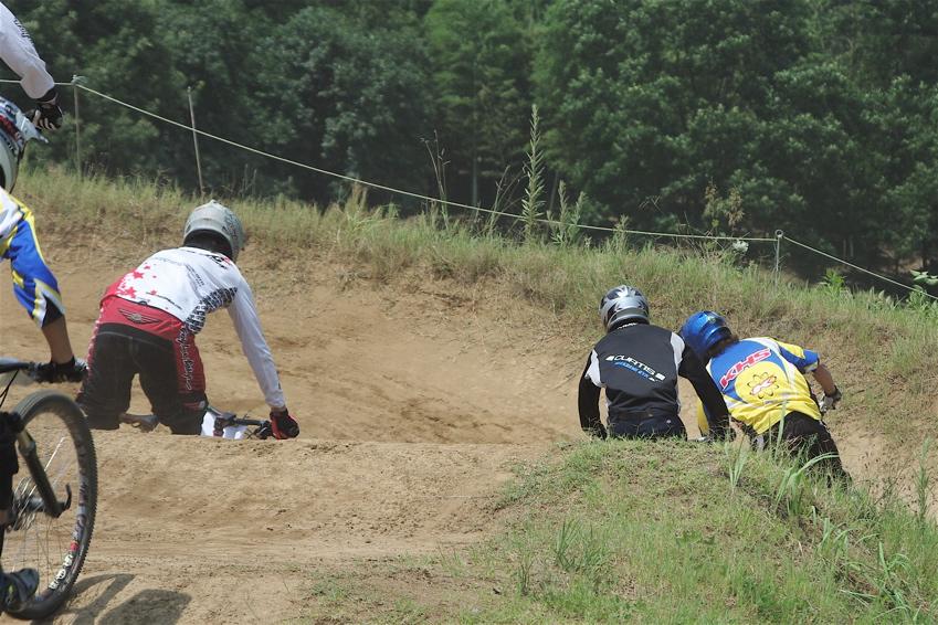2008JOSF8月緑山定期戦VOL4:MTBエリートクラス予選第3ヒート〜決勝_b0065730_12323155.jpg
