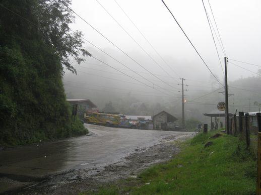 ナギリアン道路、北サンフェルナンド、アゴオへ 平和を祈る旅_a0109542_12143563.jpg