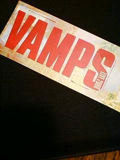 VAMPS遊び心満載の初日_b0120043_1311685.jpg