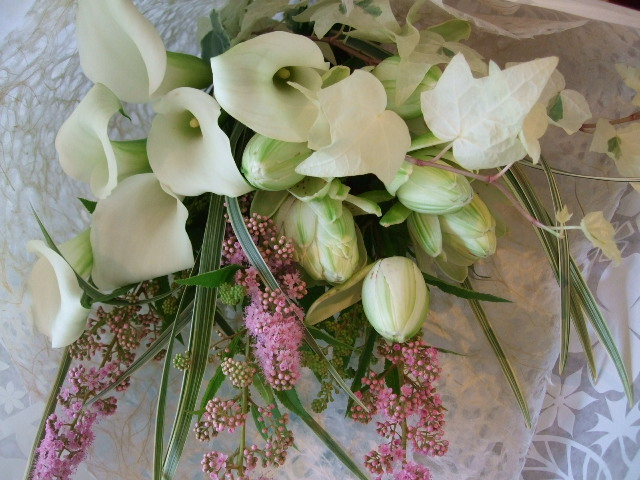 オークリーフ(白いカラーと百合・ノーブルの花束)_f0049672_15593019.jpg