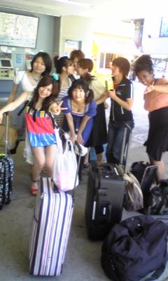 駅で皆たまと_e0114246_35328.jpg