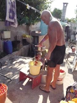 ヌンツィオ叔父さんのトマトソース製造機_f0106597_16292856.jpg