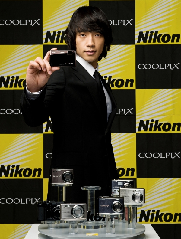 Nikon新CM!黒いスーツで_c0047605_1645248.jpg