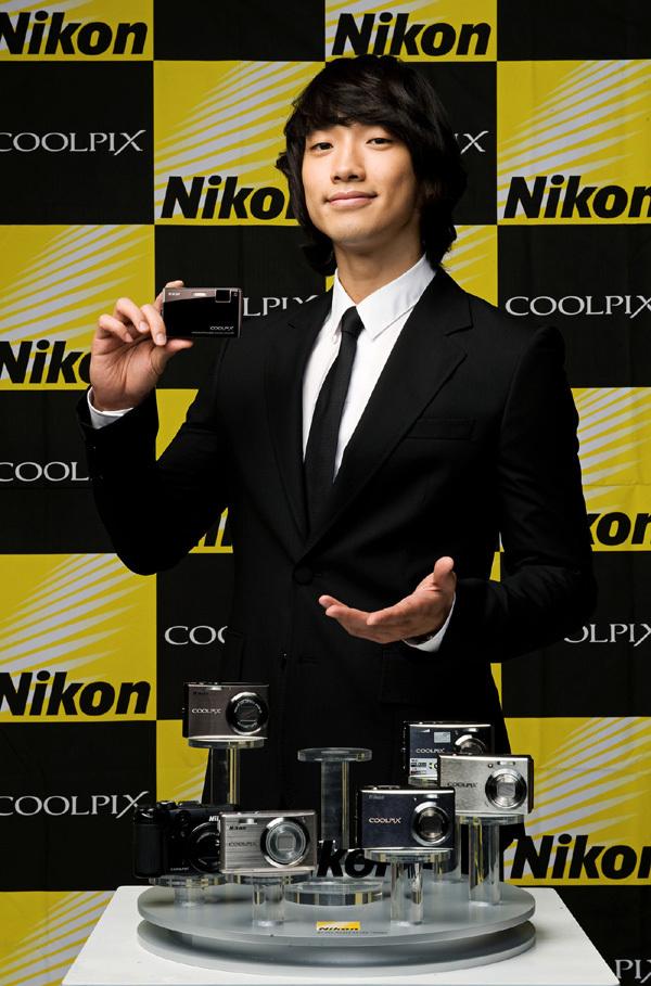 Nikon新CM!黒いスーツで_c0047605_1651170.jpg