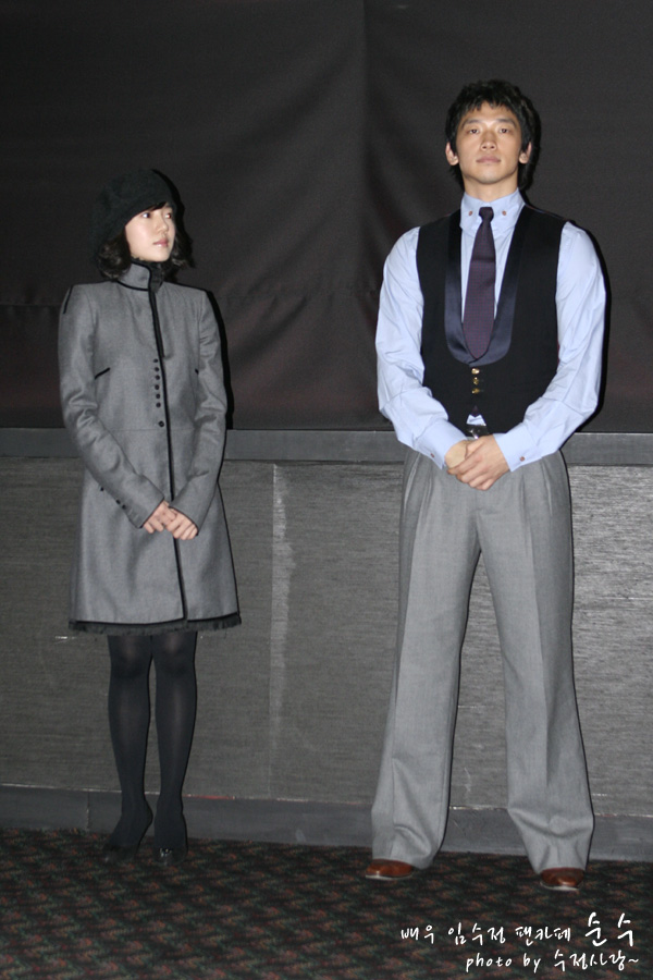 Nikon新CM!黒いスーツで_c0047605_8531767.jpg
