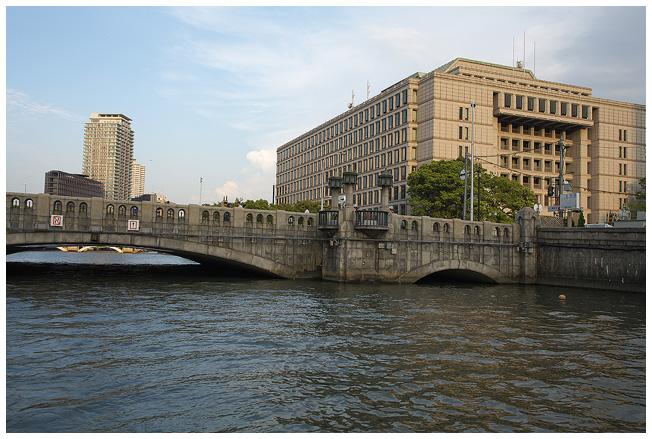 浪花八百八橋を下から観ると_c0042324_1345759.jpg