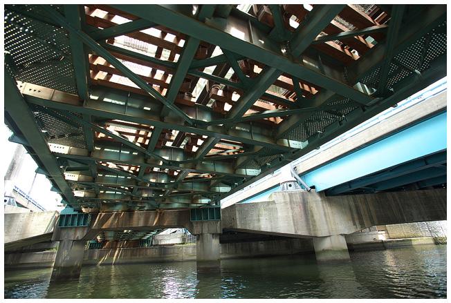 浪花八百八橋を下から観ると_c0042324_1364910.jpg
