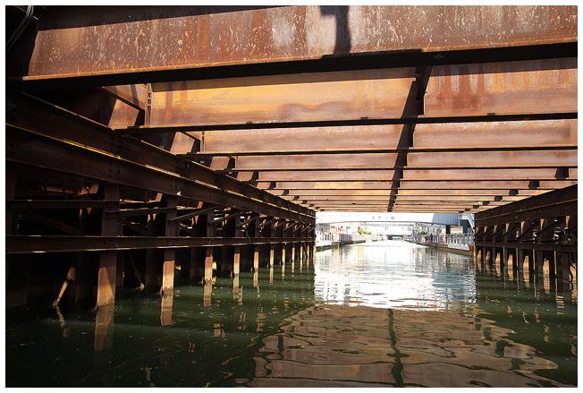 浪花八百八橋を下から観ると_c0042324_1365852.jpg